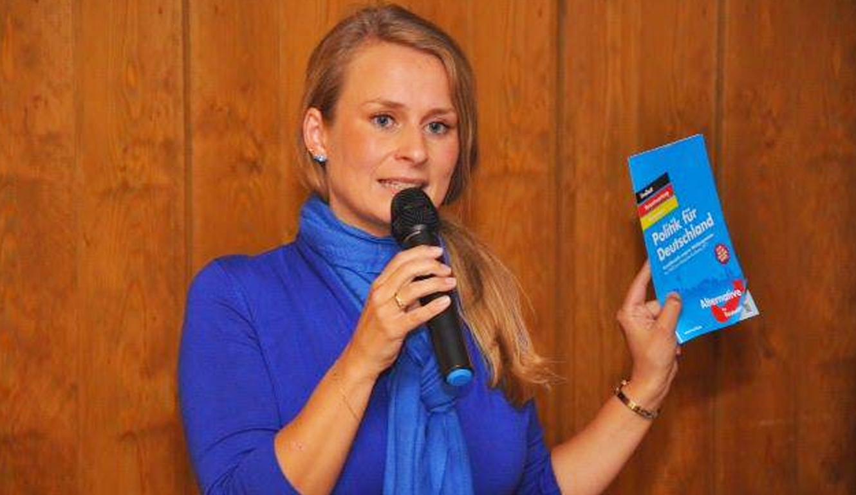 Corinna Miazga in Bogen